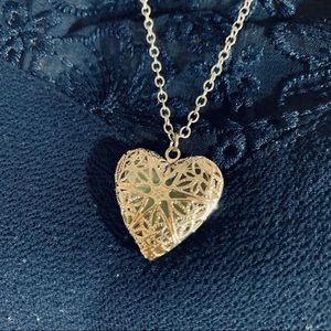 Jewelry - 🌷3for$20Vintage silver tone heart locket pendant